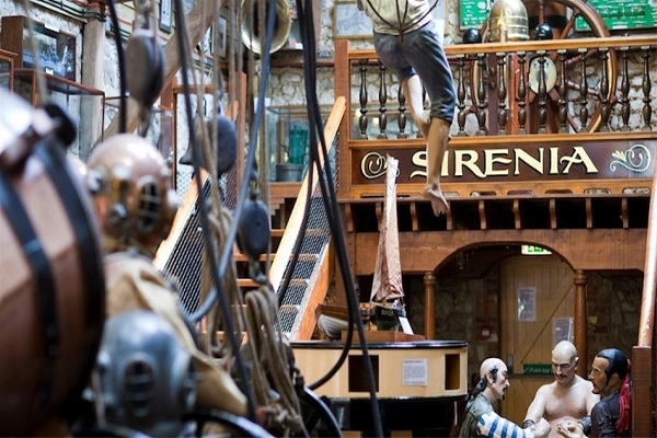 ship wreck centre